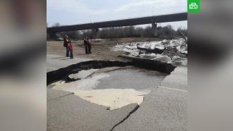 ВОренбургской области мощный ледоход обрушил мост