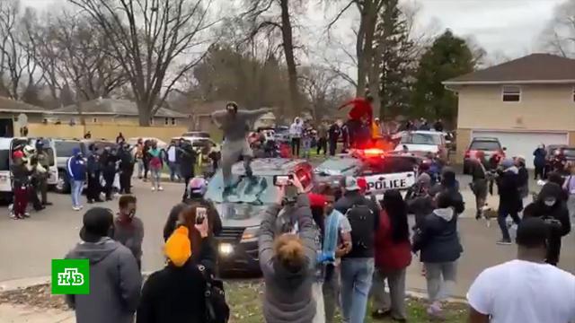Погромы начались впригороде Миннеаполиса после убийства афроамериканца.митинги и протесты, полиция, расследование, США, убийства и покушения.НТВ.Ru: новости, видео, программы телеканала НТВ