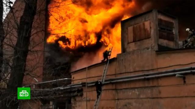 Пожар на «Невской мануфактуре»: 31-летнего спасателя убил выброс пламени