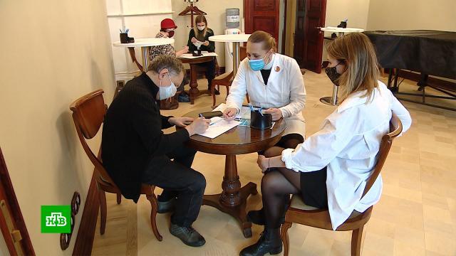 ВМихайловском театре заработал мобильный пункт вакцинации от <nobr>COVID-19</nobr>