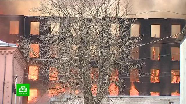 Огонь перекинулся на остальные корпуса «Невской мануфактуры»