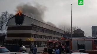 Крупный пожар произошел вздании на <nobr>юго-востоке</nobr> Москвы