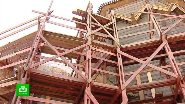 Поморские плотники возвращают былое великолепие Никольскому храму вСогиницах