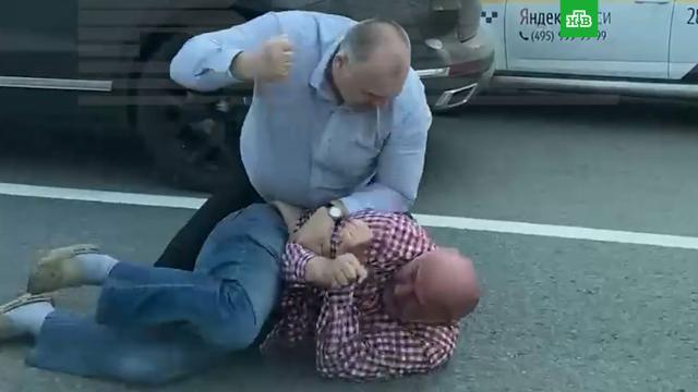 Водитель популярного юмориста подрался стаксистом вМоскве.Москва, драки и избиения, такси.НТВ.Ru: новости, видео, программы телеканала НТВ