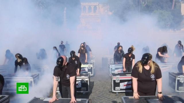 Работники сферы шоу-бизнеса счемоданами оборудования устроили протесты вРиме.Италия, Рим, коронавирус, митинги и протесты, шоу-бизнес, эпидемия.НТВ.Ru: новости, видео, программы телеканала НТВ