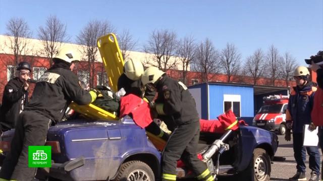 Питерские спасатели тренировались помогать пострадавшим вДТП.ДТП, МЧС, Санкт-Петербург.НТВ.Ru: новости, видео, программы телеканала НТВ