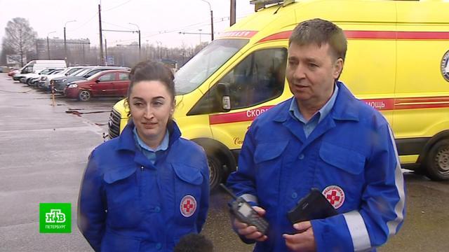 «Вытаскиваем из лап смерти»: один день из жизни петербургской бригады скорой