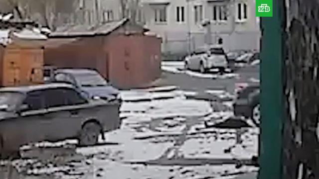 В Архангельске мужчину избили и дважды переехали на машине.Архангельск, ДТП, драки и избиения.НТВ.Ru: новости, видео, программы телеканала НТВ