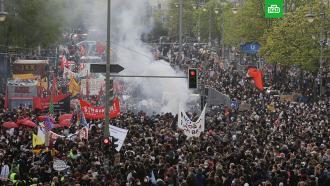Радикалы вБерлине забросали полицейских бутылками иподожгли баррикады