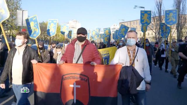 Двуличные жесты: власти Украины продолжают «заигрывать» срадикалами.Зеленский, Украина, национальная рознь, фашизм.НТВ.Ru: новости, видео, программы телеканала НТВ