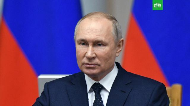 Путин поручил обеспечить выплаты на школьников идетей из неполных семей.Путин, пособия и субсидии, правительство РФ, социальное обеспечение.НТВ.Ru: новости, видео, программы телеканала НТВ