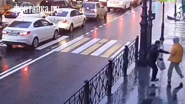 Мужчина ударил ножом школьницу на улице вПетербурге.Санкт-Петербург, дети и подростки, нападения.НТВ.Ru: новости, видео, программы телеканала НТВ