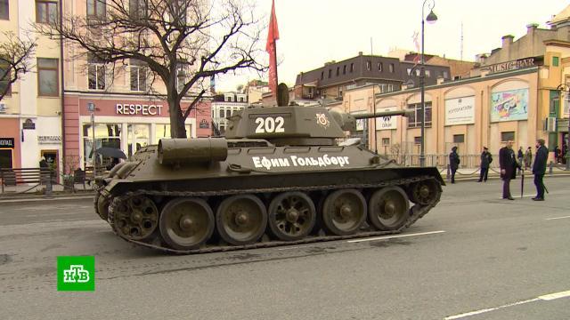 Парад Победы во Владивостоке возглавил танк <nobr>Т-34</nobr>