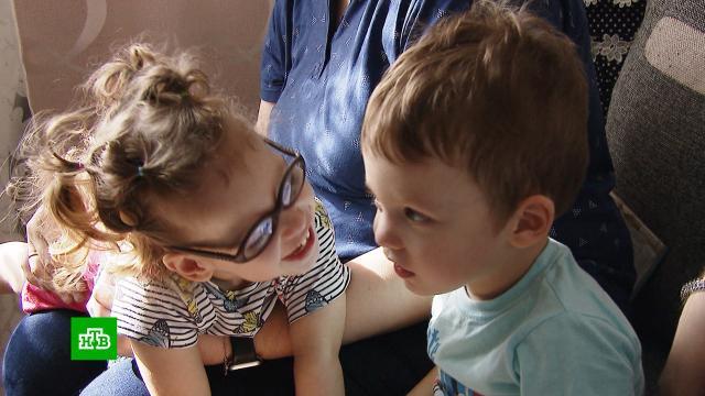 Сражающимся сДЦП двойняшкам Еве иГрише нужен курс реабилитации.SOS, благотворительность, дети и подростки.НТВ.Ru: новости, видео, программы телеканала НТВ