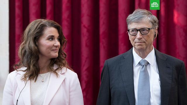СМИ: Мелинда Гейтс могла подать на развод из-за дружбы мужа с Эпштейном.Тесное общение Билла Гейтса с подозреваемым в педофилии Джеффри Эпштейном давно беспокоило супругу основателя Microsoft. По данным источника, именно это могло послужить причиной развода Билла и Мелинды Гейтсов.Microsoft, Гейтс, США, браки и разводы, миллионеры и миллиардеры.НТВ.Ru: новости, видео, программы телеканала НТВ