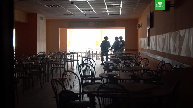 СК: напавший на школу в Казани взорвал самодельную бомбу.Ильназ Галявиев, устроивший стрельбу в казанской школе, устроил взрыв во время атаки.Казань, взрывы, дети и подростки, стрельба, школы.НТВ.Ru: новости, видео, программы телеканала НТВ