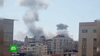 Израиль не исключает наземного вторжения в сектор Газа.В Израиле воют сирены воздушной тревоги, а на улицах рвутся ракеты, запущенные палестинскими боевиками из сектора Газа. Израильские военные отвечают атаками с воздуха по целям в арабском анклаве. Счет жертвам с той и с другой стороны идет на десятки, раненых уже сотни. Попутно сразу в 40 израильских городах вспыхнули массовые беспорядки: толпы арабских жителей жгли машины, громили госучреждения и устраивали стычки с полицией.Израиль, Палестина, войны и вооруженные конфликты.НТВ.Ru: новости, видео, программы телеканала НТВ