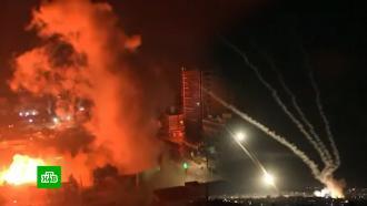 Бои внебе икостры на земле: испуганные жители <nobr>Тель-Авива</nobr> прячутся от бомбежек вбункерах