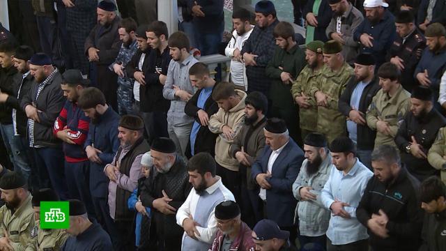 Приемы гостей иугощения: как мусульмане празднуют окончание строгого поста.Чечня, благотворительность, ислам, религия, торжества и праздники.НТВ.Ru: новости, видео, программы телеканала НТВ