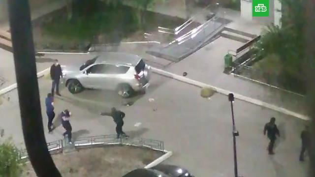 Ночная стрельба водном из дворов Тюмени попала на видео.Тюмень, стрельба.НТВ.Ru: новости, видео, программы телеканала НТВ