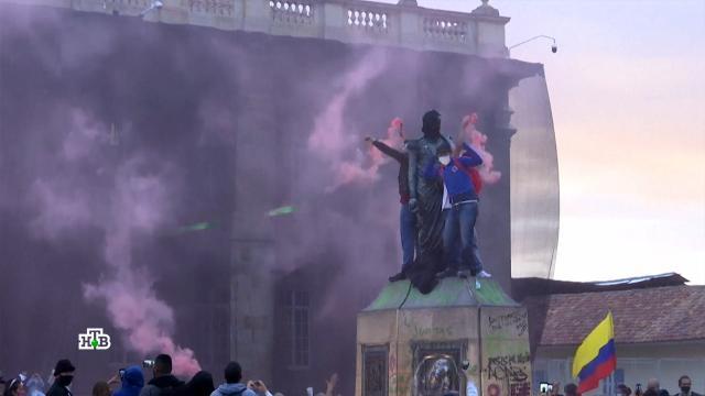 «Медики умирают как мухи»: страны ЕС и Латинской Америки охватили коронавирусные протесты.Европейский союз, Латинская Америка, коронавирус, митинги и протесты, эпидемия.НТВ.Ru: новости, видео, программы телеканала НТВ