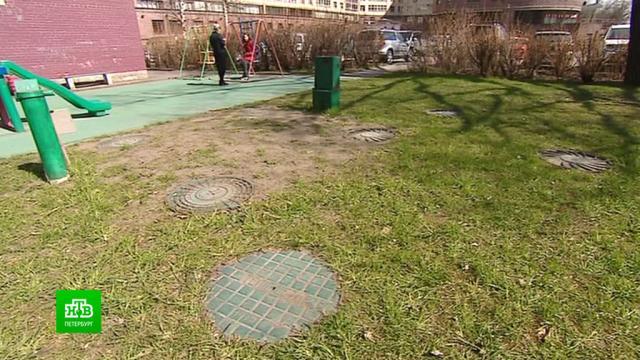 ВПетербурге теплоэнергетики заставляют убирать детские площадки от закопанных труб скипятком