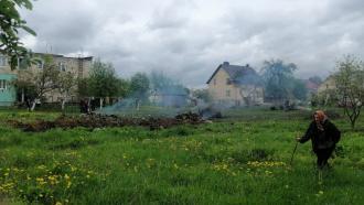 Военный самолет рухнул рядом с домами в Белоруссии, пилоты погибли