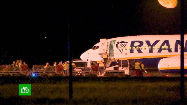 Самолет Ryanair приземлился вБерлине из-за сообщения обомбе.Германия, авиакомпании, телефонный терроризм.НТВ.Ru: новости, видео, программы телеканала НТВ