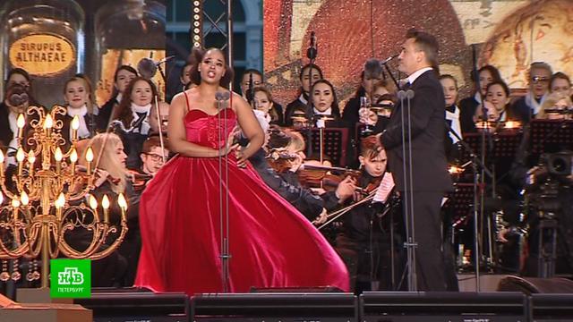 Ведущие оперные голоса мира спели на Дворцовой площади