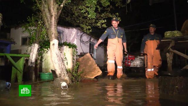Десятки домов затопило в Крыму из-за сильного ливня.Крым, погода.НТВ.Ru: новости, видео, программы телеканала НТВ