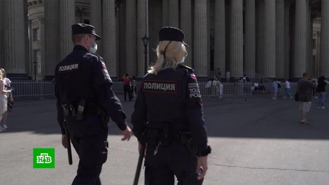 Приехавшим вПетербург на матчи ЧЕ фанатам помогут волонтеры испецотряд полиции.Санкт-Петербург, волонтеры, спорт, футбол.НТВ.Ru: новости, видео, программы телеканала НТВ