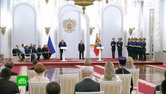 Путин в День России вручил Госпремии и медали.НТВ.Ru: новости, видео, программы телеканала НТВ