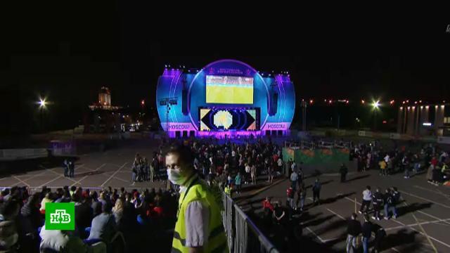 Московская фан-зона продолжает работу, несмотря на новые ограничения.Москва, спорт, фанаты, футбол.НТВ.Ru: новости, видео, программы телеканала НТВ