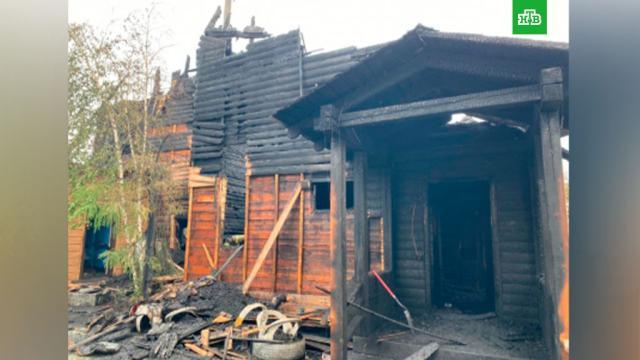 В Якутске потушили горящий дом, есть погибшие.Не менее трех человек погибли в результате пожара в частном доме в Якутске. Дом и гараж полностью выгорели.МЧС, Якутия, пожары, смерть.НТВ.Ru: новости, видео, программы телеканала НТВ