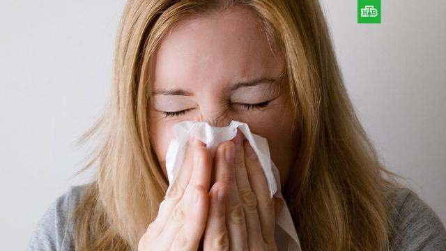 Американские ученые нашли способ защититься от COVID-19 при помощи простуды.Британская пресса сообщает о новом способе защиты от коронавирусной инфекции. СМИ приводят мнение ученых из Йельского университета, которые выяснили, что перенесенная простуда может препятствовать заражению COVID-19.США, болезни, здоровье, коронавирус, эпидемия.НТВ.Ru: новости, видео, программы телеканала НТВ