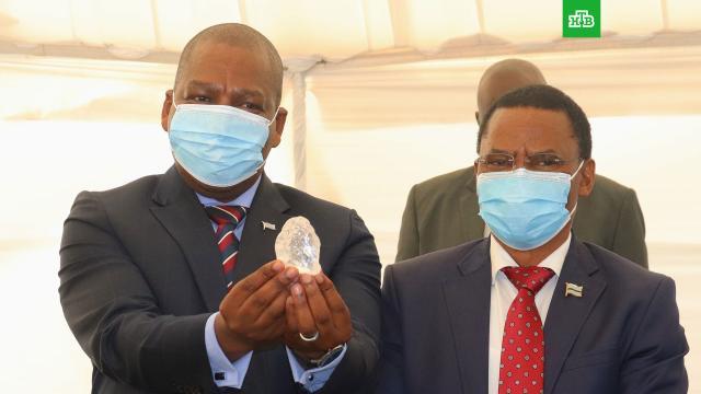 Третий по величине алмаз в мире обнаружили в Ботсване.Компания Debswana объявила о том, что в Ботсване обнаружен алмаз весом 1 098 карат — один из крупнейших в истории.Африка, алмазы.НТВ.Ru: новости, видео, программы телеканала НТВ