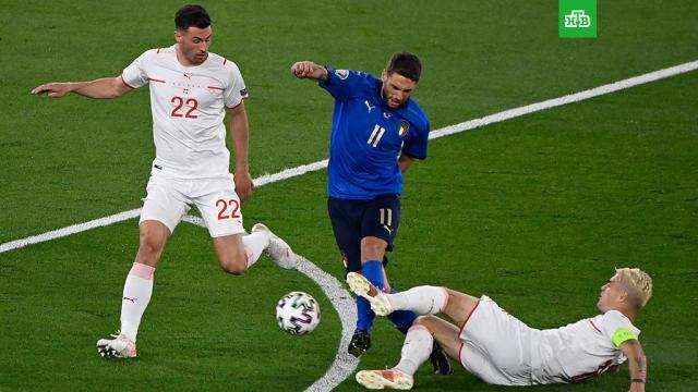 Сборная Италии вышла в плей-офф Евро-2020.Сборная Италии со счетом обыграла команду Швейцарии со счетом 3:0 в матче второго тура группового этапа чемпионата Европы по футболу и вышла в плей-офф турнира.Италия, футбол.НТВ.Ru: новости, видео, программы телеканала НТВ
