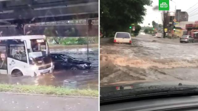 Сильный ливень затопил вРостове улицы ивокзал.НТВ.Ru: новости, видео, программы телеканала НТВ