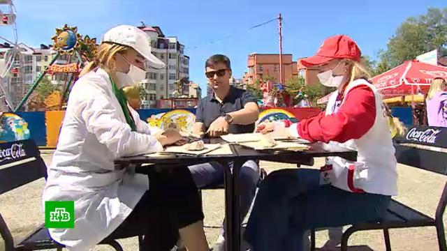 Жители Екатеринбурга прививаются от <nobr>COVID-19</nobr> взоопарке среди вольеров