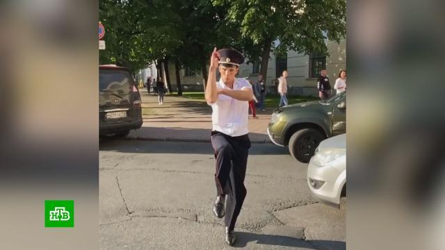 Тиктокеру в полицейской форме пришлось извиняться перед видеокамерой.TikTok, блогосфера, полиция, Санкт-Петербург.НТВ.Ru: новости, видео, программы телеканала НТВ