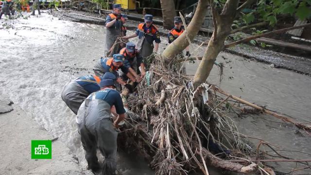 Улицы под тоннами камней: Ялта спустя неделю после наводнения.Крым, Ялта, наводнения, стихийные бедствия.НТВ.Ru: новости, видео, программы телеканала НТВ