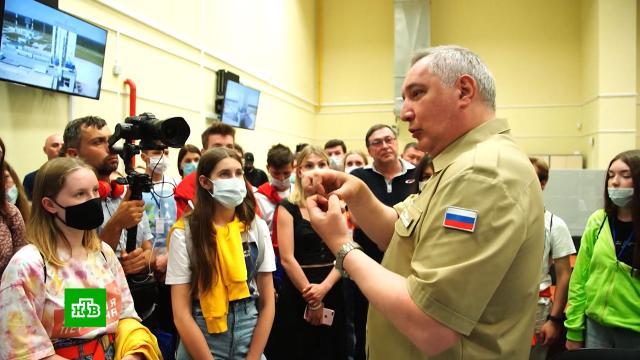 Рогозин лично провел для школьников экскурсию по космодрому Восточный.Рогозин, дети и подростки, космодром Восточный.НТВ.Ru: новости, видео, программы телеканала НТВ