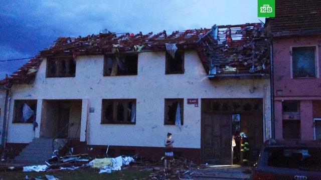 Не менее 300 человек пострадали от разрушительного торнадо в Чехии.Власти Чехии объявили режим чрезвычайной ситуации на юго-востоке страны, где торнадо уничтожил несколько населенных пунктов.Чехия, смерть, стихийные бедствия, штормы и ураганы.НТВ.Ru: новости, видео, программы телеканала НТВ