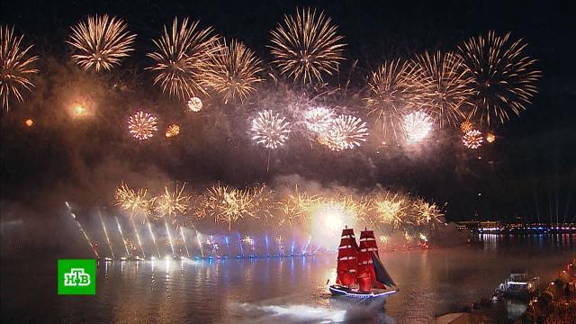 В Санкт-Петербурге прошел праздник выпускников «Алые паруса»