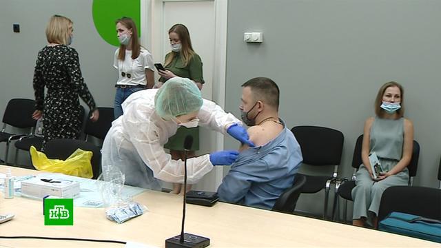 Сотрудников петербургской торговли вакцинируют от ковида на работе.Санкт-Петербург, коронавирус, прививки, торговля, эпидемия.НТВ.Ru: новости, видео, программы телеканала НТВ