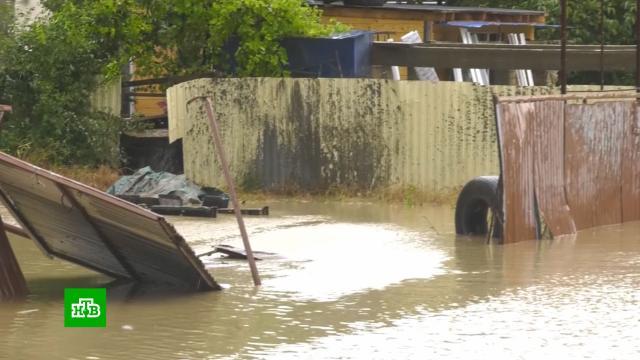 Наводнения, смерчи иселевые потоки: вКрыму иСочи <nobr>из-за</nobr> непогоды погибли люди