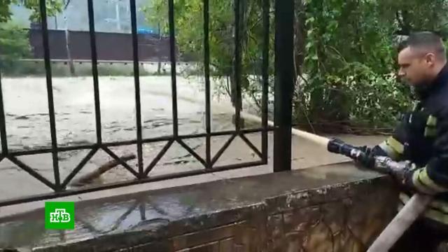 Ураган в Сочи: курортный город ушел под воду.Краснодарский край, Сочи, наводнения.НТВ.Ru: новости, видео, программы телеканала НТВ
