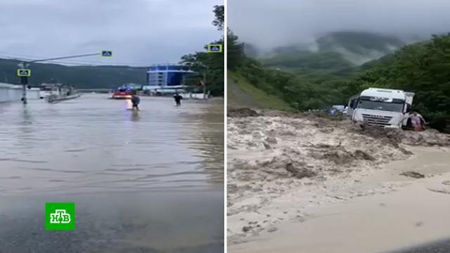 На Кубани вшести районах из-за погоды объявлен режим ЧС.Краснодарский край, Сочи, наводнения, погода.НТВ.Ru: новости, видео, программы телеканала НТВ