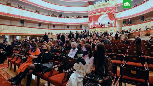 ВПетербурге вводят антиковидные ограничения втеатрах, на концертах испортивных мероприятиях.Санкт-Петербург, коронавирус, спорт, театр, эпидемия.НТВ.Ru: новости, видео, программы телеканала НТВ
