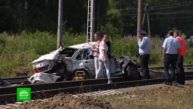 Родные погибших на переезде под Петербургом узнали о трагедии на свадьбе
